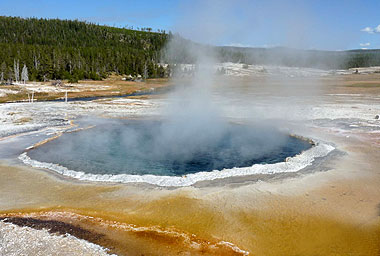 Yellowstone mineral pool near Old Faithful